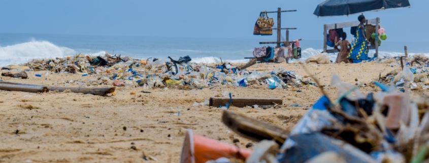 Plastik sudah menjadi bagian yang tidak terlepaskan dari hidup kita dari mulai belanja hingga bekerja